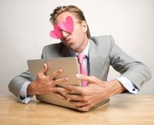 Függővé tehet-e a netes társkeresés?