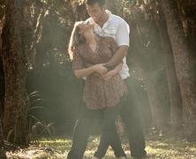 Szerelem, összeköltözés majd esküvő