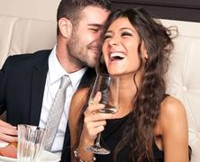 Udvaroljak-e olyannak, aki párkapcsolatban él?