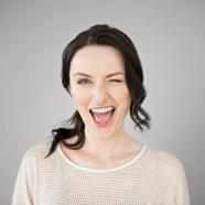 Miért kezdeményezzünk nőként az online társkeresőn?