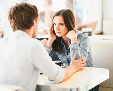 Hogyan kerüljük el az első randis csöndeket és monológokat? (tippek férfiaknak)