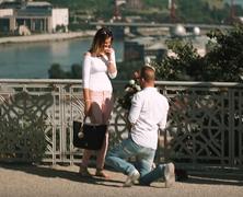Lánykérés a Duna felett