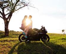 Különleges motoros lánykérés